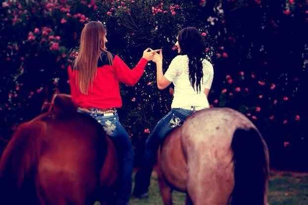 37 Impossibly Fun Best Friend Photography Ideas  Best
