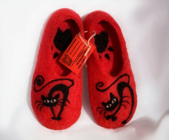 Felted wool slippers Black Cat von irinaonix auf Etsy