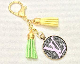 Veelkleurige Monogram Logo en kwastjes tas charme -LV sleutelhanger - kwasten sleutelhanger-key ring - LV tas charme-LV Logo charme
