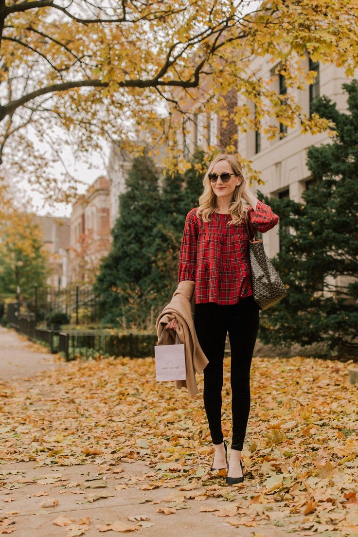 A super easy preppy thanksgiving outfit. This outfit is casual but still festive. You can wear it to both a Thanksgiving day or night event #thanksgivingoutfit #thanksgiving #style
