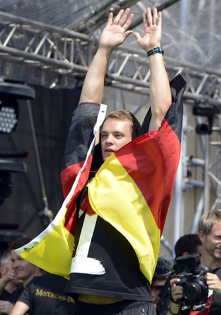 Manu displaying the proper way to wear the German flag