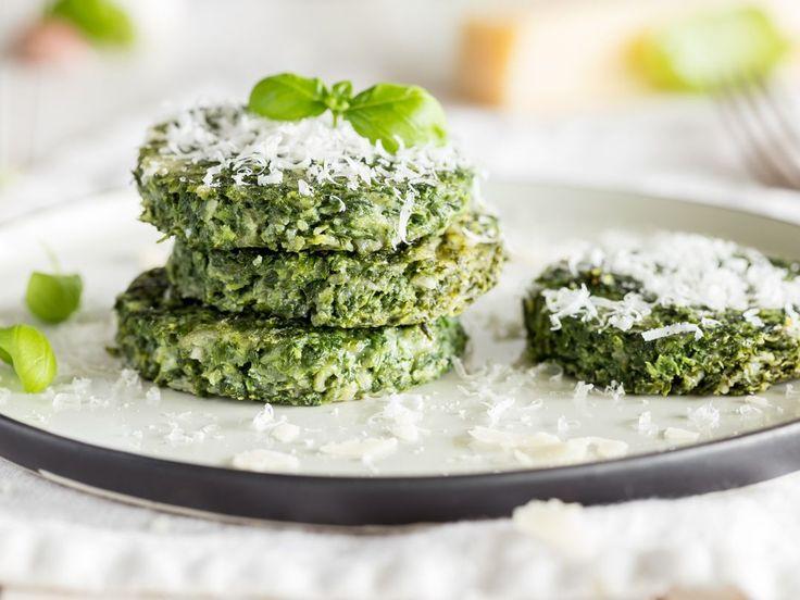 Du hast Hunger? Du hast nur 25 Minuten Zeit? Dann ist dieses Spinat-Küchlein mit Parmesan genau das passende, um deinen Hunger ruckzuck zu stillen.