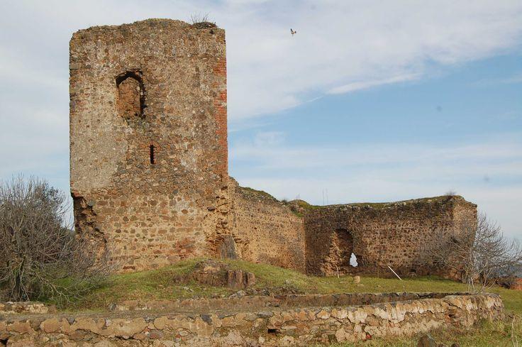 Salvaleón (Badajoz). Castillo.