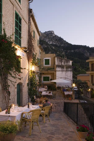 #Mallorca (Balearic Islands, Spain). Enjoy your stay in #Mallorca in our charming hotel, a typical Catalonian country house, at the foot of the Puig de Randa.    http://www.esrecoderanda.com/