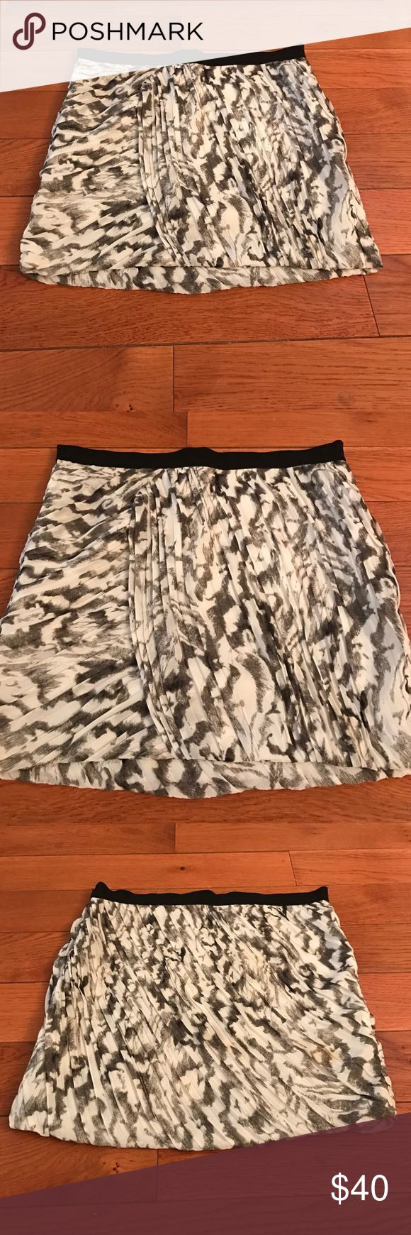 Armani Exchange Mini Pleated Skirt I love this Armani Exchange pleated cute and classy mini skirt with a subtle design (black, gray, white). Elastic black waistband with side hidden zipper. Petite 0 in great condition! A/X Armani Exchange Skirts Mini