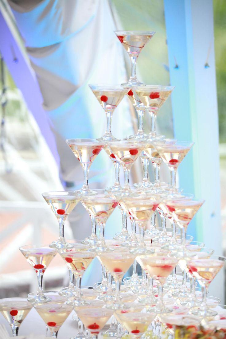 Летняя свадьба на природе. Горка шампанского на свадьбу.   Свадебное агентство Александры Фукс #aleksandrafuks   #проведениесвадьбы #организациясвадебногомероприятия #организоватьсвадьбу #организаторсвадеб #свадебноемероприятиевмоскве #свадебноемероприятиемосква #красиваясвадьба #найтисвадьбу #свадьбаключ #ценаорганизациисвадьбы #заказсвадьбыподключ #свадьбаподключцена #сколькостоитсвадьбаподключ