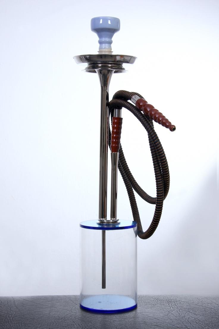 Chicha en matiere plexi glass et plaque argent . longeur 12cm largeur 12 cm haut 51 cm. Atelier Sz.