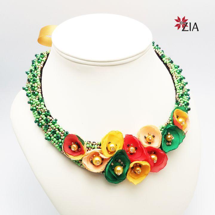240 LEI | Coliere handmade | Cumpara online cu livrare nationala, din Bucuresti. Mai multe Bijuterii in magazinul ZiaFashion pe Breslo.