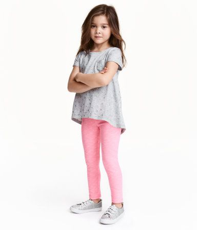 À ne pas manquer ! CONSCIOUS. Legging en jersey souple de coton bio mélangé. Élastique à la taille. – Rendez-vous sur hm.com pour en savoir plus.