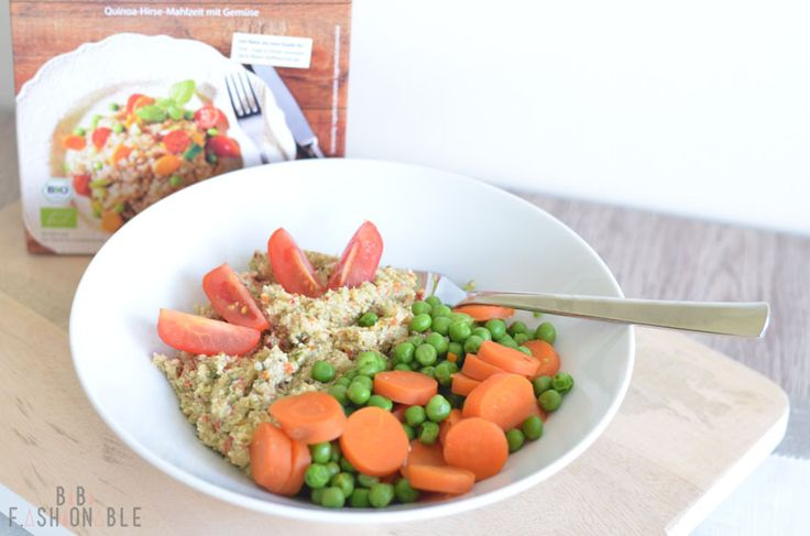 Quinoa parmesan mush with fresh vegetables