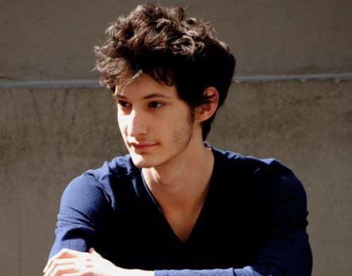 47 best pierre niney images on pinterest stone simple for Dujardin belmondo