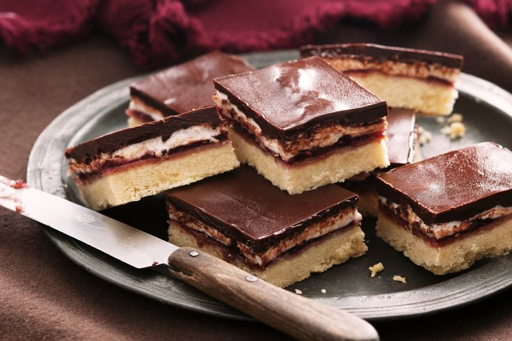 This delicious chocolate slice is inspired by the classic Wagon Wheel http://www.taste.com.au/recipes/29889/wagon+wheel+slice