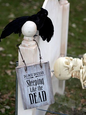 DIY Dead & Breakfast Inn Signs with Clever Halloween Phrases