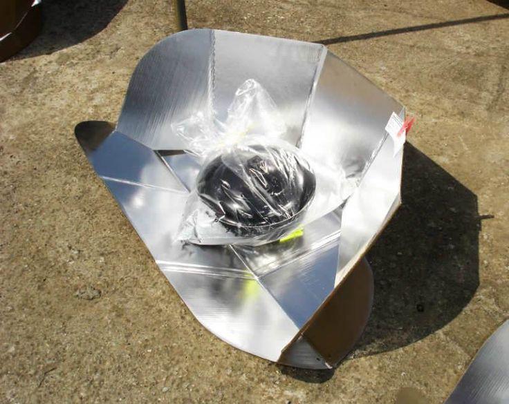 """Güneş Ocağı Nedir ve Güneşle Nasıl Yemek Pişirilir? - Abdullah S. Paksoy #yemekmutfak.com Yaz aylarında günde iki öğün yemeği kolayca pişirebilen çevreci bir yöntem olan """"Güneş Ocakları""""nı kullanmaya uygun bir coğrafyada yaşıyoruz ve böyle yöntemlere çok ihtiyacımız var."""