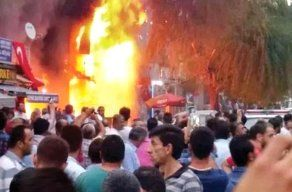 HDP'lilere Ait İşyerleri Ateşe Verildi   Sohbetevi.com