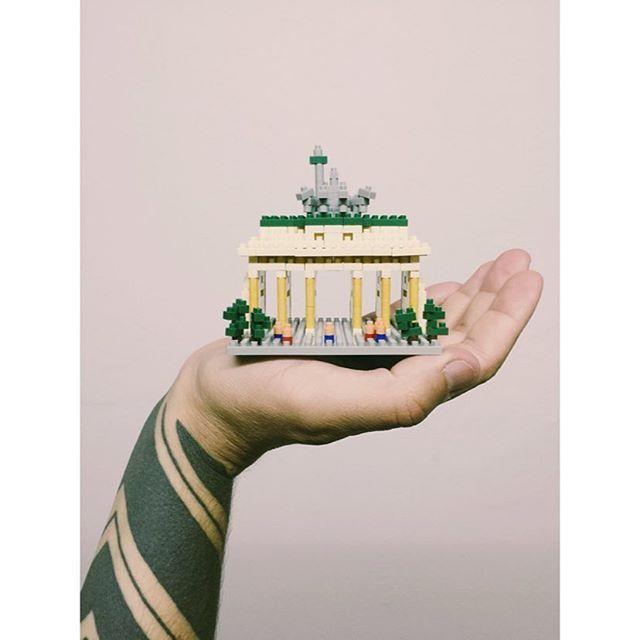 BRANDENBURGER TOR // PUERTA DE BRANDENBURGO #nanoblock #nanoblocks #brandenburgertor #puertadebrandenburgo #ritual #berlin #germany #alemania #toys #toy #imissberlin #souvenir #brandenburgergate #igersberlin #igersberlinofficial #igers #igs #juguetes #playing #collection #addiction #addicted #nanoblockaddict