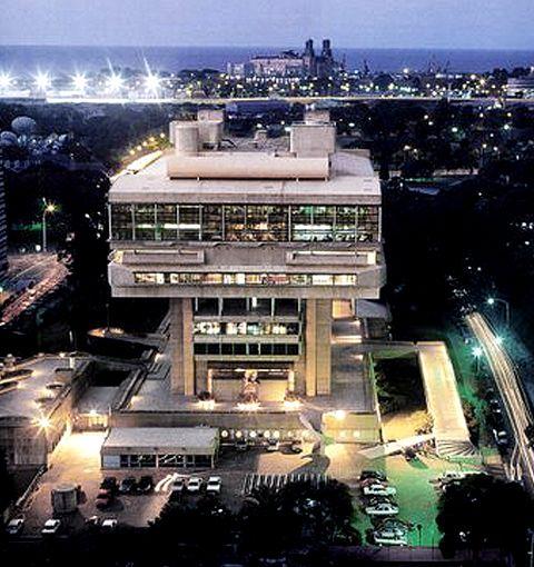 La Biblioteca Nacional de la República Argentina es la biblioteca más grande de Argentina. Se encuentra ubicado en el barrio de Recoleta en Buenos Aires.