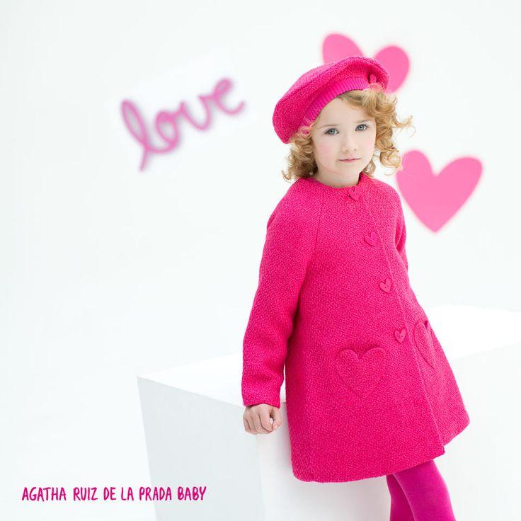 Nuestras peques irán elegantes y abrigaditas con este abrigo de tweed y su gorrito a juego. #AgathaBaby