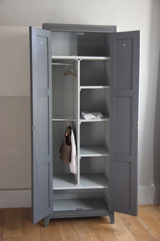 Les 25 meilleures id es de la cat gorie armoires grises for Relooker armoire cuisine