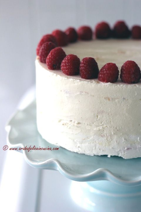 Arabafelice in cucina!: Torta con mousse al cocco e gelèe di lamponi | http://www.arabafeliceincucina.com/2015/04/torta-con-mousse-al-cocco-e-gelee-di.html?utm_source=feedburner&utm_medium=email&utm_campaign=Feed%3A+blogspot%2FfzlmL+%28Arabafelice+in+cucina%21%29 |