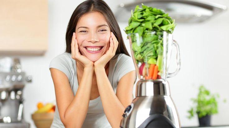 FROKOSTSMOOTHIE: Har du lyst til å prøve en frokostsmoothie, men mangler inspirasjon. Vi har spurt matbloggerne om deres beste oppskrifter!