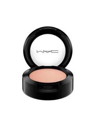 Sunset Streak Trend – Mac Arena Eyeshadow (soft gold-peach color)