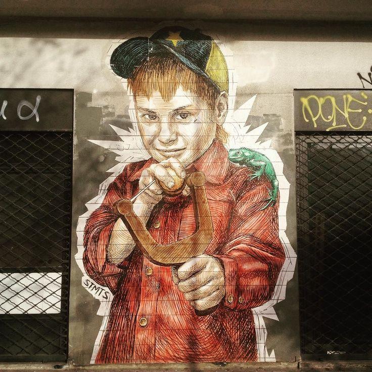 Stret art ad Atene quartiere Gkazi.  #streetart #atene #athens #gkazi #child #bambino #fionda #graffitiart #graffitiart #art #arte by deluciadario