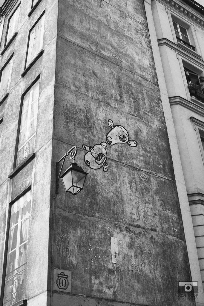 In the streets of Paris, mémoire du paris. #Paris #France #Street Photography #Architecture #Street Art #BlackandWhite