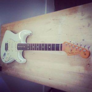 En ce moment à l'atelier : Strat Fender Mexique Custom Shop Designed, planimétrie des frettes, réglage complet et changement de quelques pièces sur le vibrato.