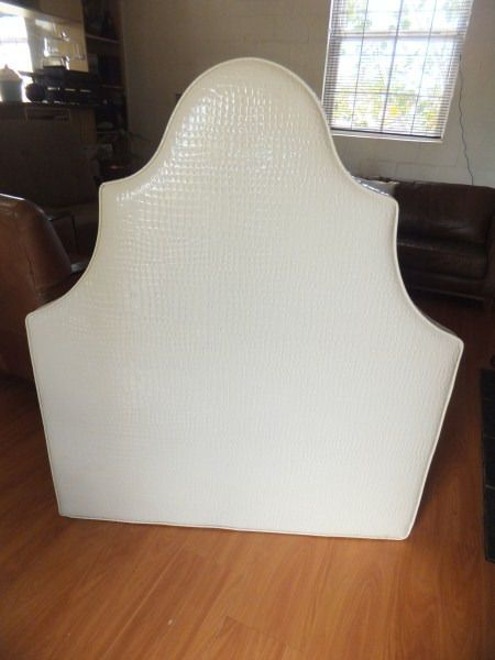 Funky Patent leather look Head board for single bedGreat to do a make over of a girl's room.A perfect frame for a bed.Why to buy:Custom desiigner madePatent leather look