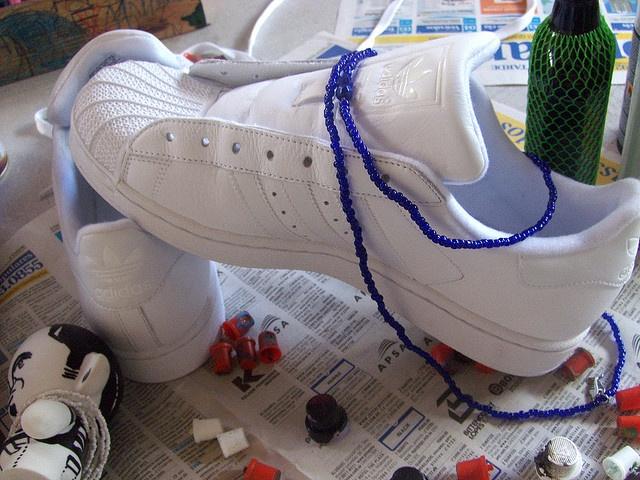 Lançamento da nova loja adidas original,Shopping Iguatemi. Julho 2009    Inspiração da diversidade cultural da Bahia - Ôgum ê!    Artistas visuais: Atitude e Denissena     shoes