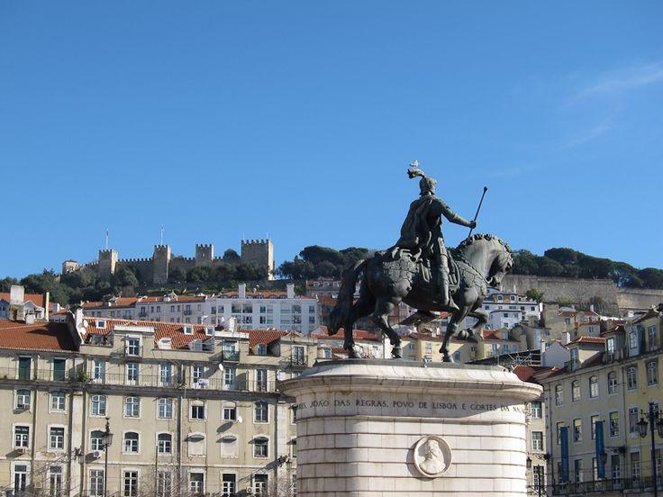 Visitar Lisboa de elétrico e a pé nas zonas da Baixa Chiado e Castelo