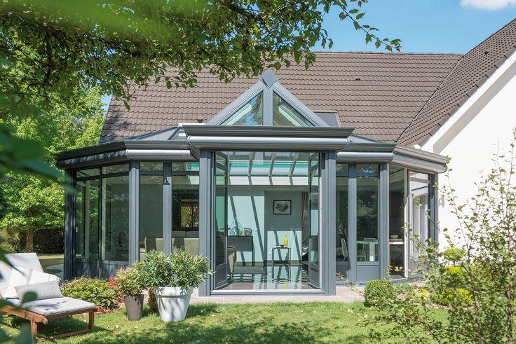 Véranda atypique style verrière ou orangeraie. PVC noir. #verandarideau #verandaclassik #verrière #garden #jardin
