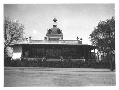 Restaurante dentro del Bosque de Chapultepec hacia 1900