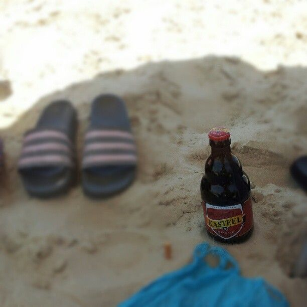 Kasteel Rouge chillin' at the beach in Tel-Aviv