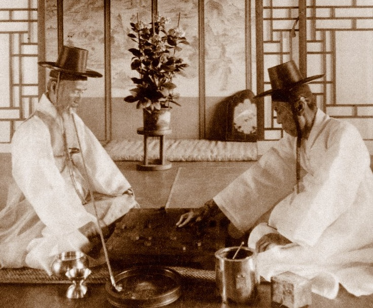 19. Yangban - Elite Scholars of Korea  http://hiddenconnections.wordpress.com/2010/12/31/the-continuing-story-of-learning-korean-a-chinese-digression/