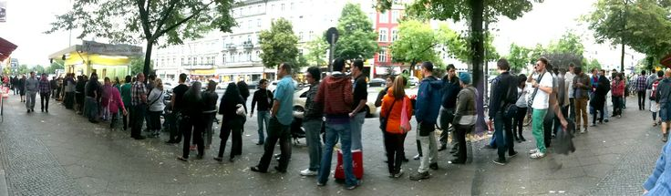 mustafa 39 s gem se kebap am mehringdamm in berlin hier wird auch schon mal l nger angestanden um. Black Bedroom Furniture Sets. Home Design Ideas