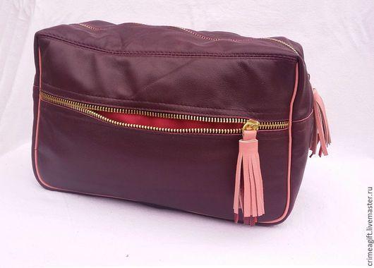 Женские сумки ручной работы. Косметичка-чемоданчик