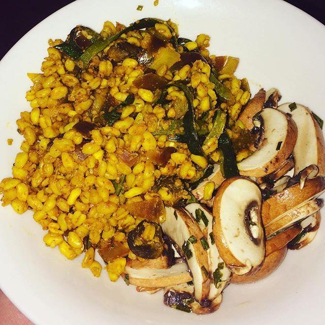🍚 blé à l'indienne et salade de champignons crus 🍴 #vegan #vegetarian #pornfood