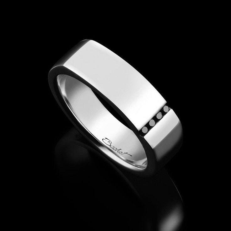 La Chevalière Spirit de la Maison Bachet, en or blanc avec 4 diamants noirs de 0,04 carats