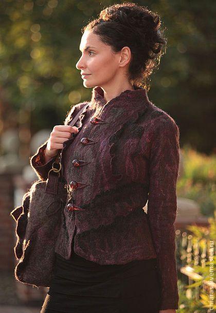 black cherry jacket-. Сложного оформления жакет идеален будет на начало осени,как верхняя одежда,зимой можно носить под пальто! Много кружева,ручногокрашения шелка!бортики укреплены дополнительно,чтобы не было деформации!