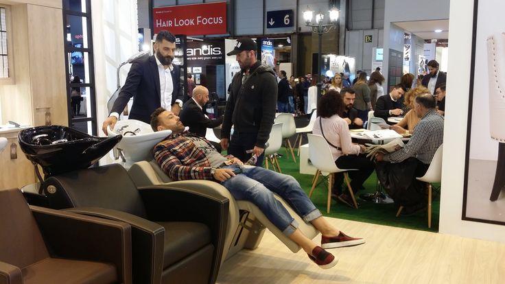 Tercera y última jornada de Salón Look Madrid. Pásate por nuestra stand y descubre el mobiliario que estabas buscando. Te esperamos en el stand 4D09 #SalonLook2016. Es el momento de renovar tu salón!! #mobiliario #peluquería