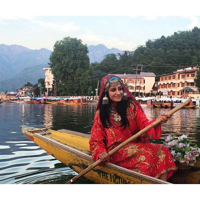 lelia lake hindu single women 2018-1-28 the nearly 73 million single women in india today have a social media presence that sounds cool but real life is a little more complicated last evening, i went out with my college friend to a.