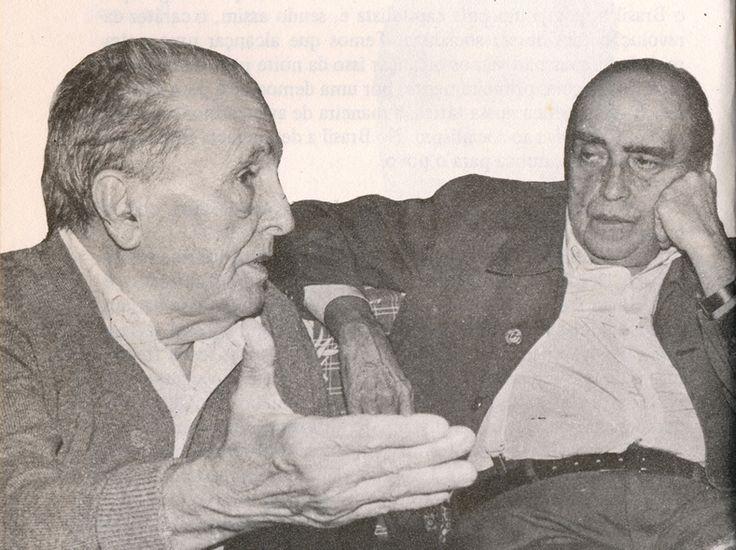 Concedendo entrevista tendo ao lado Oscar Niemeyer.  1983