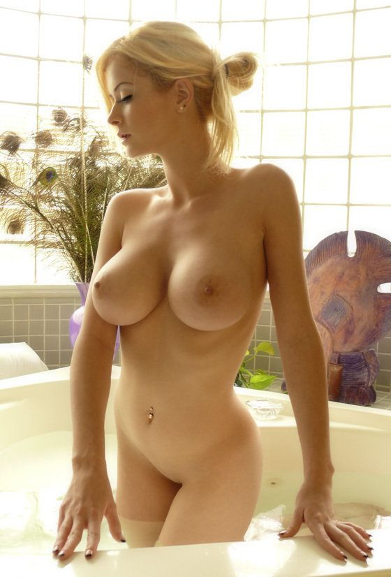 i like tits - Sexy girls with hot boobs in high definition quality. Naked awesome lady  with big boob picture.