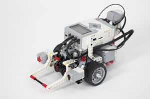 How to build an edge following and obstacle sensing LEGO MINDSTORMS EV3 Robot.  makerzone.