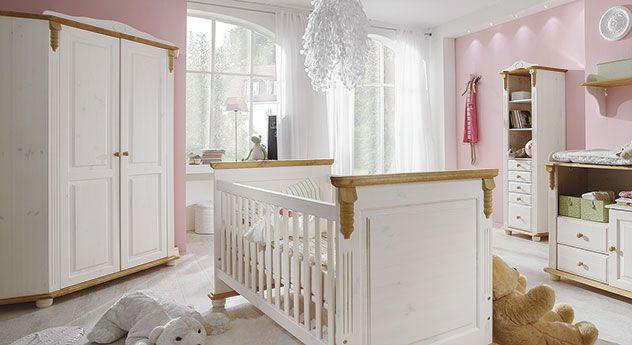 Eck-Kleiderschrank für optimal genutzen Stauraum im Kinder- oder Babyzimmer! | Betten.de #eckschrank #schrank #kinderzimmer #natur #landhausstil http://www.betten.de/eck-kleiderschrank-kiefer-landhausstil-countryside.html