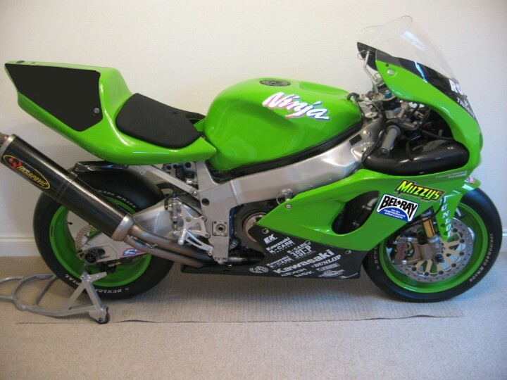 kawasaki zx-7rr the real thing, copy elsewhere pinned