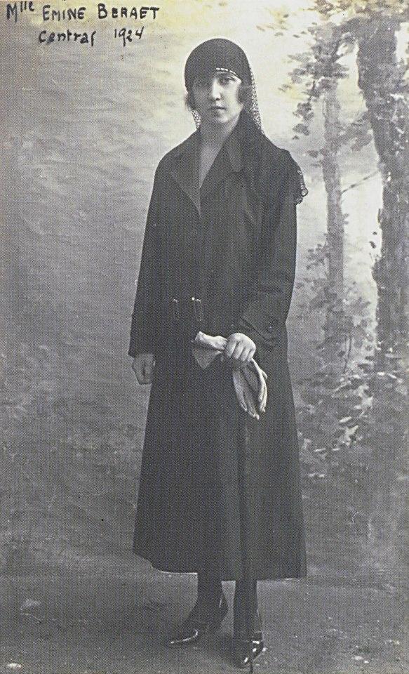Osmanlı Bankası çalışanı Emine Beraat'ın personel dosyasındaki fotoğrafı…