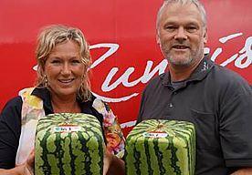 8-Jul-2015 11:57 - WATERMELOENEN IN KUBUSVORM IN DE MARKTHAL IN ROTTERDAM. Een primeur voor Europa, stelt fruitbedrijf Rungis: de vierkante watermeloen. Waar we in Nederland vooral de ronde variant kennen en eten,…...